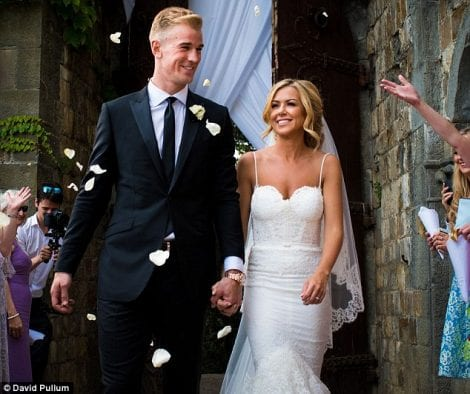 2A09571E00000578-3141636-Happy_couple_England_goalkeeper_Joe_Hart_married_Kimberly_Crew_i-a-13_1435431439230