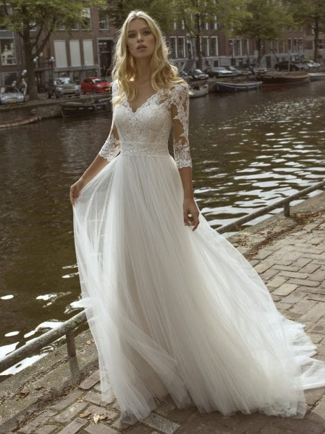 five-wedding-dresses-for-the-curvy-bride